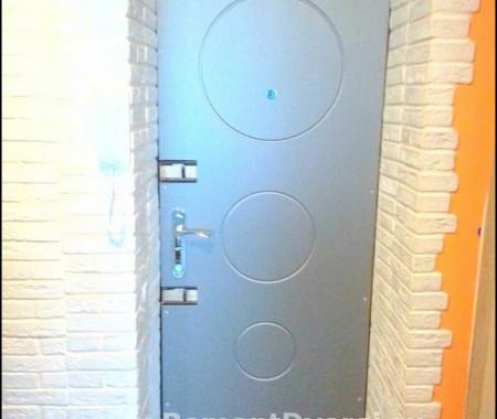 Внутренняя отделка металлической двери МДФ-панелями. Будапештская дом 38 к 4