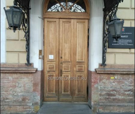 Деревянная уличная дверь из массива по Чайковского 20