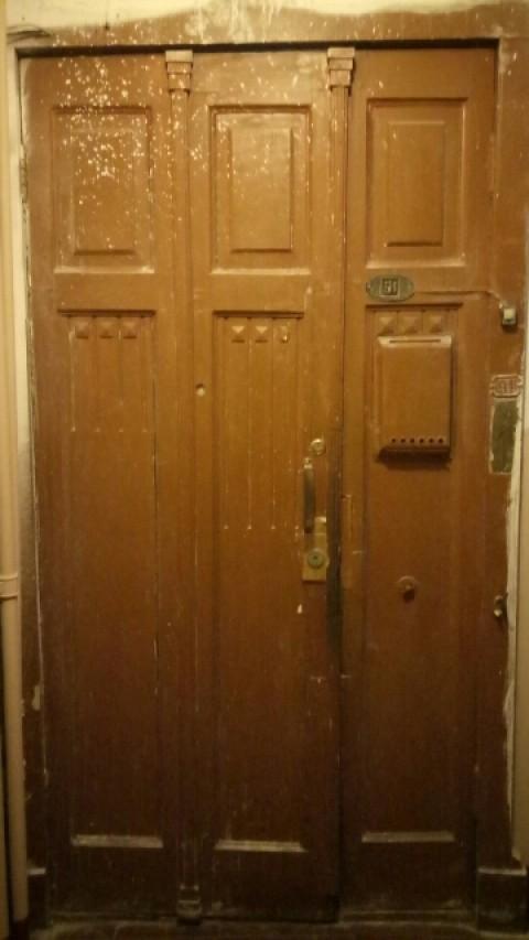 Реставрация входных деревянных дверей в квартире