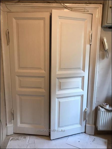 Восстановление входной деревянной двери на Моховая 27
