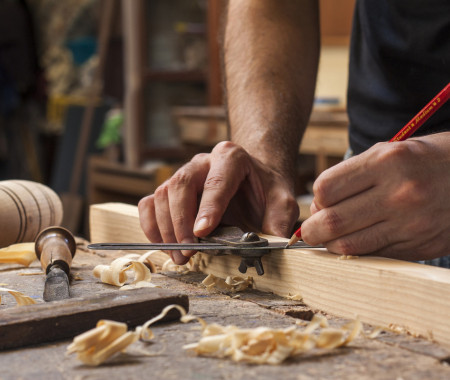 Мастер по реставрации и ремонту деревянных изделий